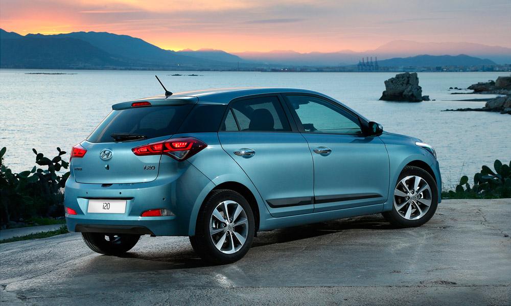 Hyundai i20 azul de la flota de coches de Lara Cars