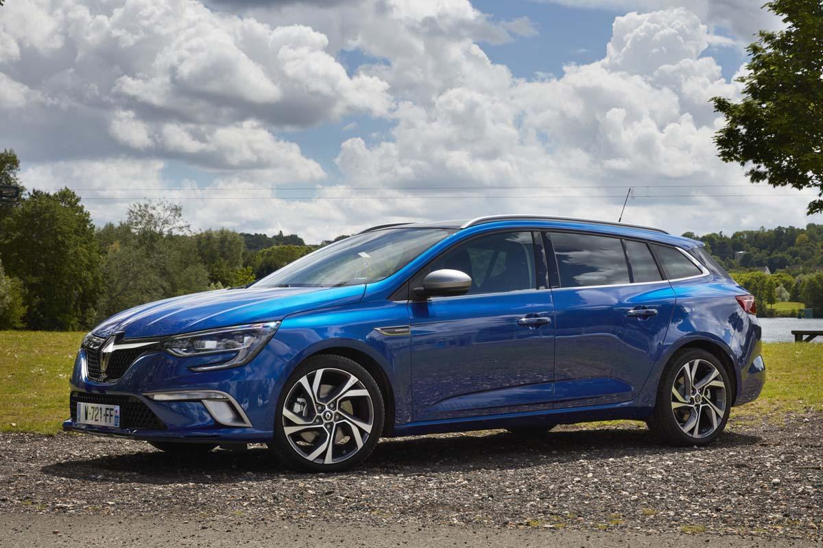 Renault Megane ST azul, coche de alquiler para familias
