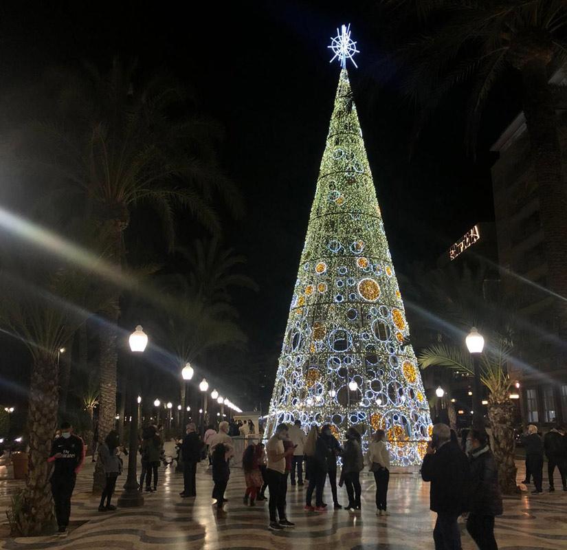 Árbol de Navidad en la explanada de Alicante