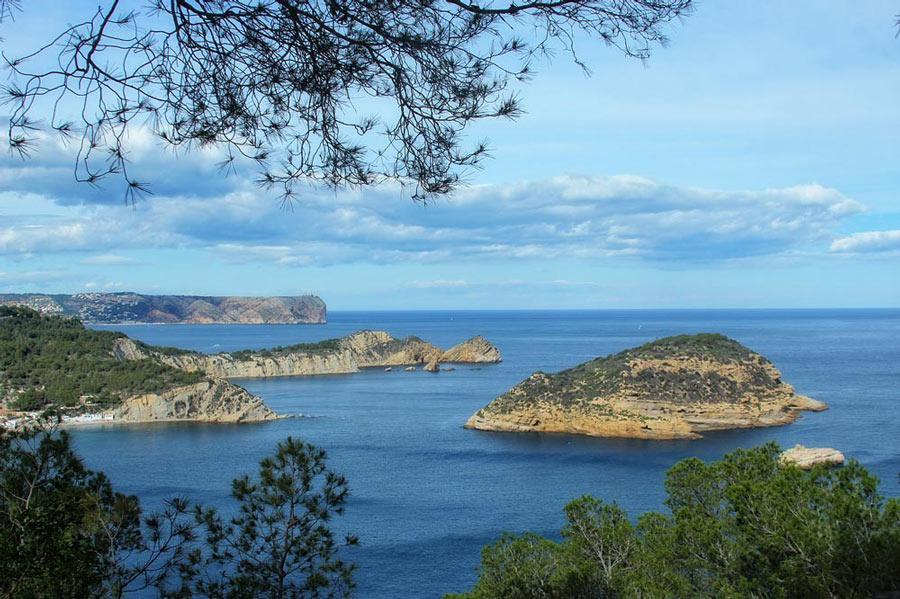 Rent a car en Alicante para disfrutar de las playas y calas de Jávea