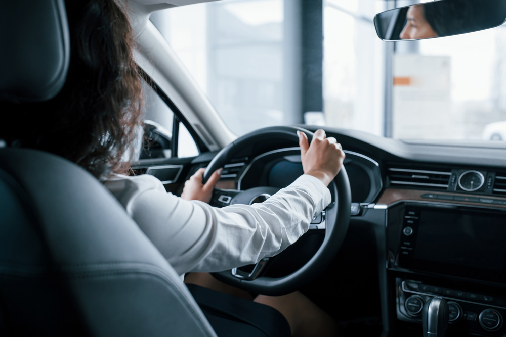 llegar al Aeropuerto y alquilar un coche de Lara Cars para moverte sin problema.