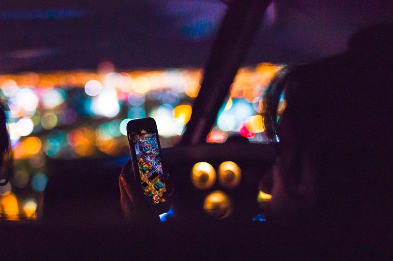 Consejos para conducir de noche con un coche de alquiler