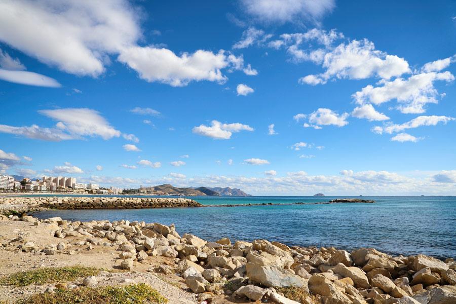 Visita todos los rincones de Alicante con el alquiler de coches de Lara Cars